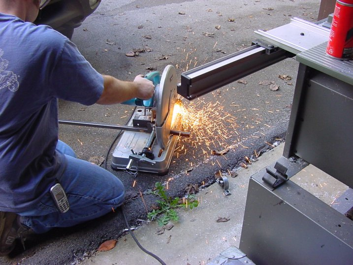 34) Down with the lever of the Makita CHOP SAW, to form the vertebra of